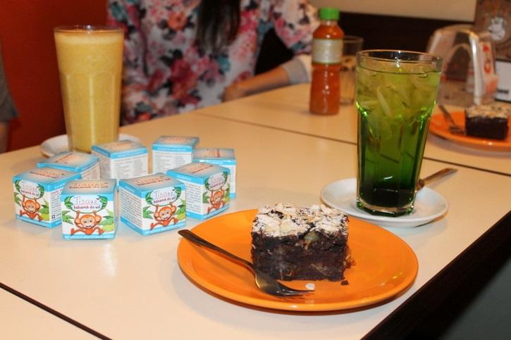 "Wegańskie ciasto z fasolą i ""zielona herbata"""