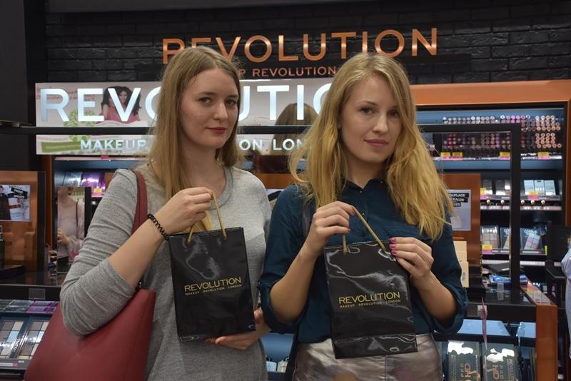 Ja i Maaalgooos przy stoisku Makeup Revolution.