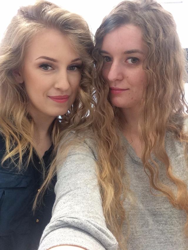 Ja (z fryzurą przed makijażem) i Maaalgoos.