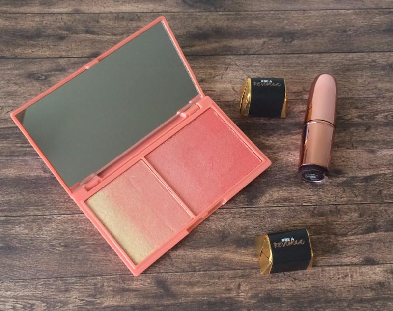 Paletka z różem i szminka Makeup Revolution.