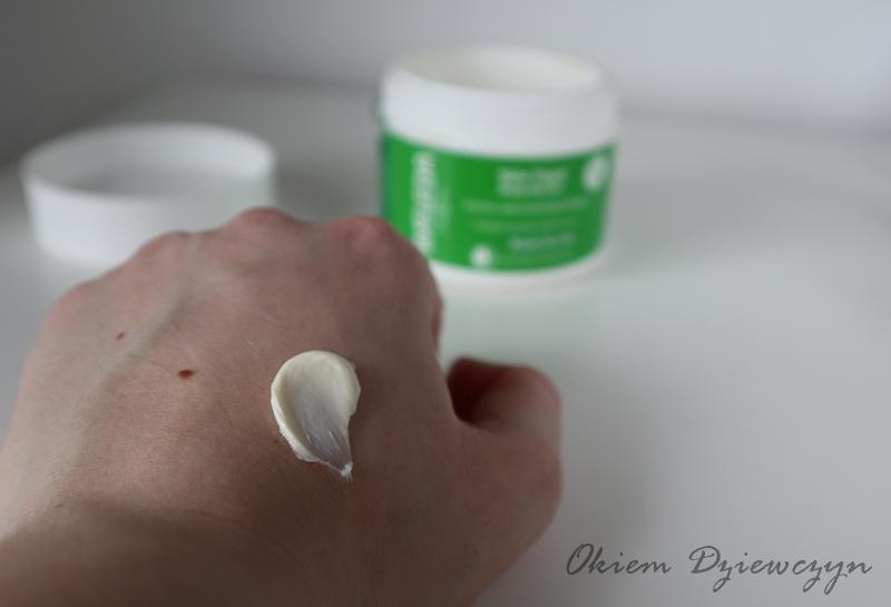 Masło do ciała WELEDA Skin Food konsystencja